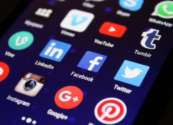 media-social-media-apps-social-network-facebook-1