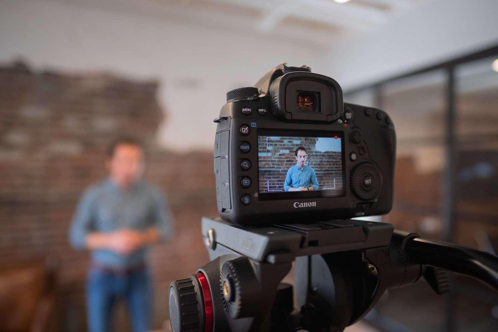 Video marketing: Skal du lave korte eller lange videoer?
